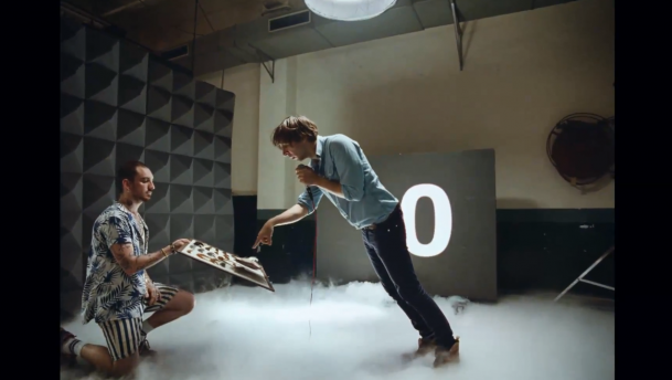 "Phoenix estrena video para ""Trying To Be Cool"""